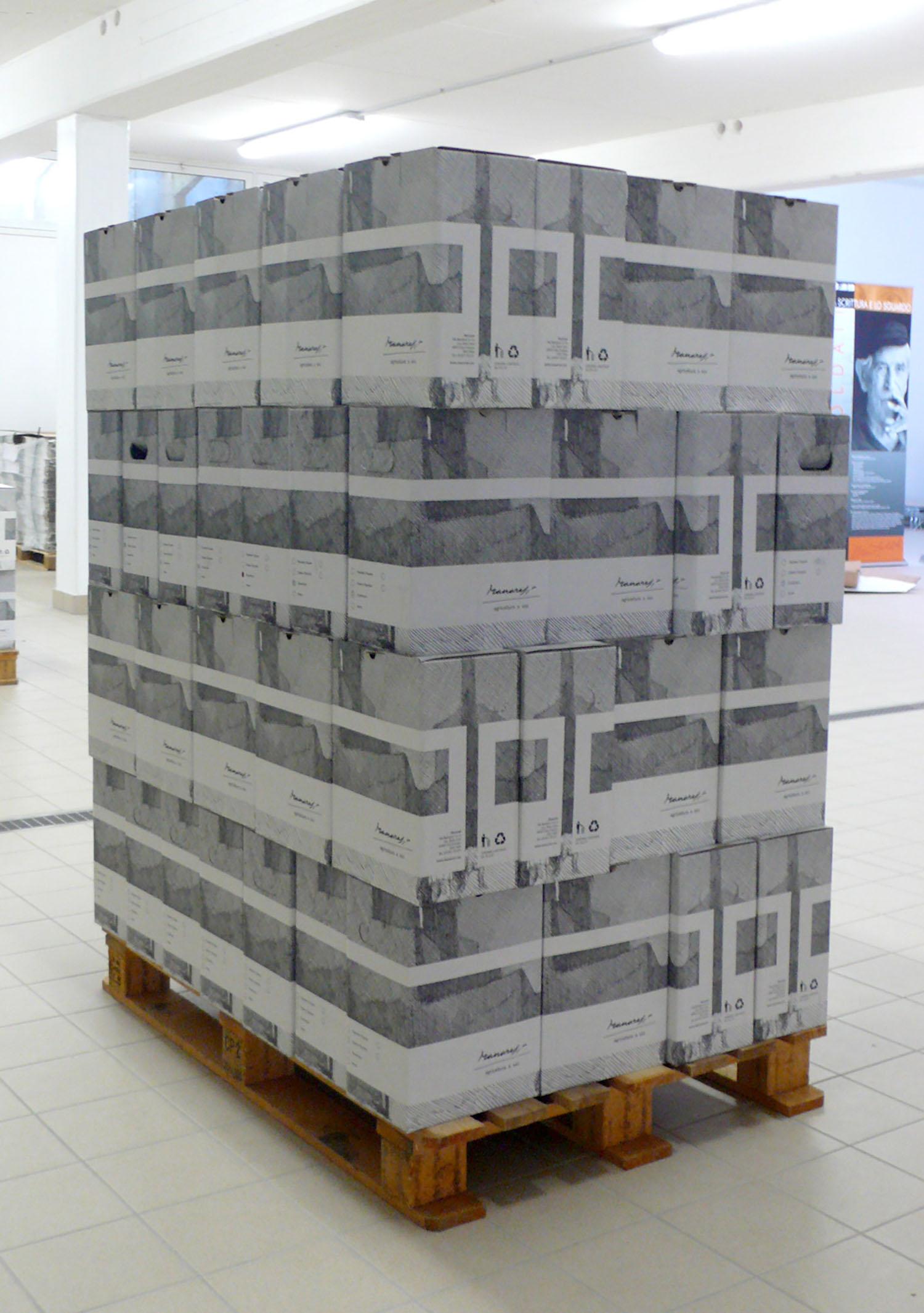 Il bancale con i cartoni che riportano un'incisione di Paolo Manaresi. Molto optical. ph. Manuel Dallolio (15)