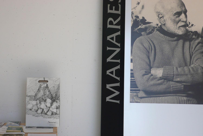 La confezione da 3 bottiglie con l'incisione di Paolo Manaresi ph. Manuel Dallolio (12) accanto all'immagine di Paolo Manaresi