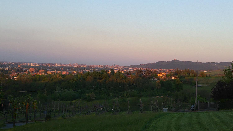 2016 04 15_194656 panorama su Bologna